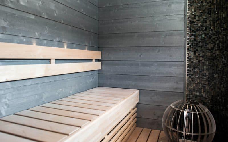 Fortum-kodissa on käytetty helmiäisenharmaata STRUKTUURI-saunapaneelia, asuntomessut 2017