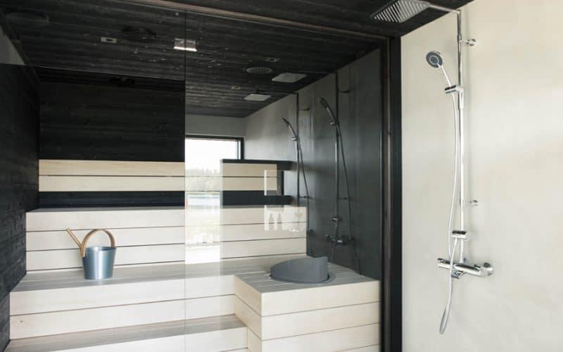 Siparila musta STRUKTUURI-saunapaneeli Minun Valo-kodissa Asuntomessuilla 2017