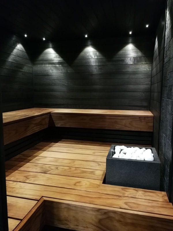 Kuultava musta HAAPA-paneeli soveltuu saunaan