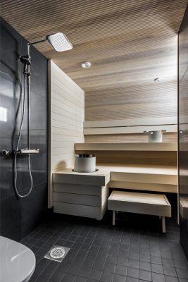sauna voidaan paneloida kolmiulotteisella vire-paneelilla ja tasaisella valkoisella haapa-paneelilla