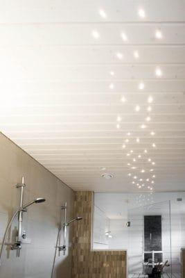 saunan ja pesuhuoneen kattoa voi piristää valoilla