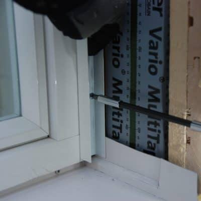 Ikkunan pielilaudan alumiinilistan asennus